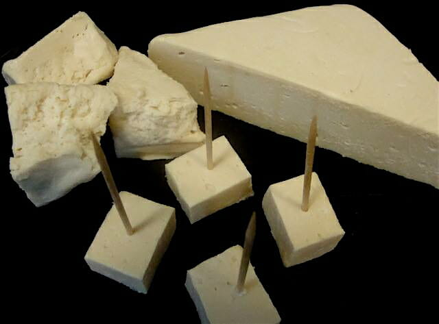 Crumbly Extra Sharp White Cheddar
